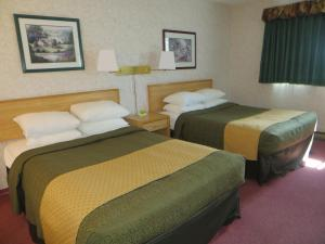 Double Room with One Queen and One Double Bed - Non-Smoking
