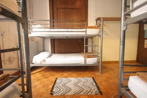 Room with Shared Bathroom for 6