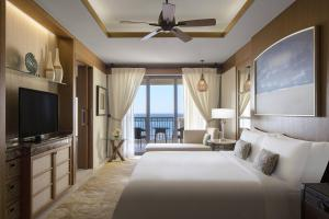 Premium Sea view Room, Guest room, 1 King, Sofa bed, Balcony