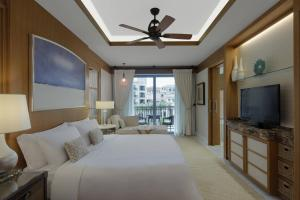 Superior Room, Guest room, 1 King, Sofa bed, Balcony