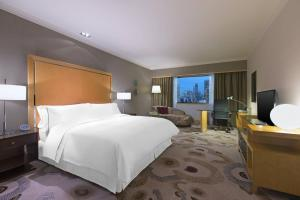 Deluxe, Guest room, 1 King, City view