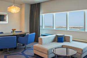 Deluxe Sea View Suite, Club lounge access, 1 Bedroom Suite