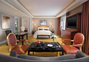 Diplomat Deluxe King Room