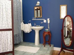 King Room with Shared Bathroom