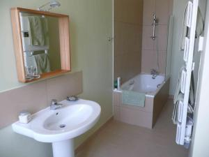 La Maison, Bed & Breakfasts  Toulouse - big - 7