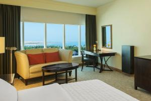 Royal Club Room, Club lounge access, Larger Guest room, King