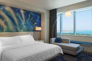 Deluxe Sea View Room, Guest room, 1 King, Deluxe Tower