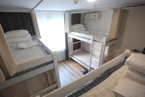 2 Beds in 6-Bed Male Dormitory Room