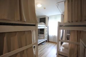 2 Betten im Männerschlafsaal mit 6 Betten