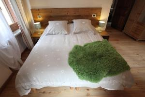 Maison Le Champ, Bed and Breakfasts  La Salle - big - 11