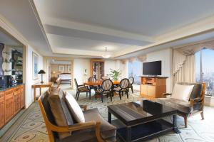 Executive Suite, Executive lounge access, 1 King, High floor