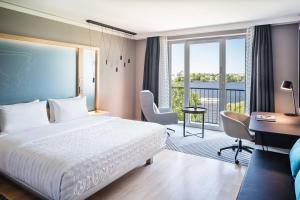 Deluxe Room, Guest room, 1 King, Alster view, Balcony