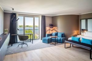 Executive Room, Guest room, 1 King, Sofa bed, Alster view, Balcony