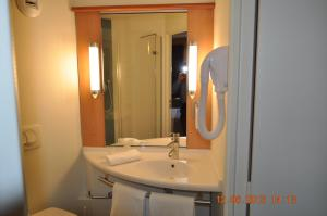ibis Istres Trigance, Hotely  Istres - big - 6