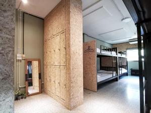 10-Bed Mixed Dormitory Room