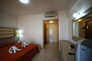 Zorbas Beach Hotel, Hotely  Tigaki - big - 53