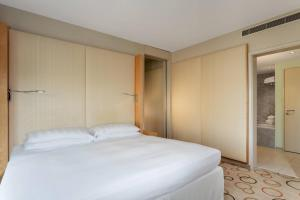 Sauna Suite, 1 Bedroom Suite, 1 King, Corner room, Whirlpool
