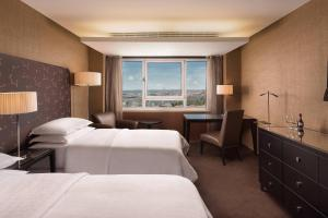 Premium Deluxe, Guest room, 2 Twin/Single Bed(s), City view