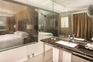 Deluxe, Guest room, 2 Twin/Single Bed(s), Pool access