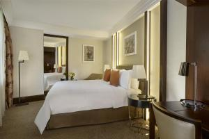 Signature, Guest room, 1 King, City view