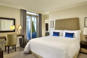 Terrace Suite, 1 Bedroom Suite, 1 King, City view, Balcony