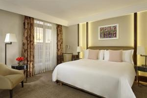 Luxury, Guest room, 1 King, City view