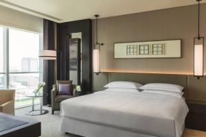 Grand Deluxe Suite, Club lounge access, 1 Bedroom Suite