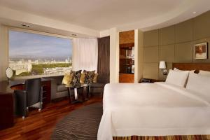 Panoramic Room, Guest room, 1 King, Skyline view, High floor