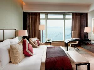 Deluxe Seaview Room with 1 King or 2 Double Beds