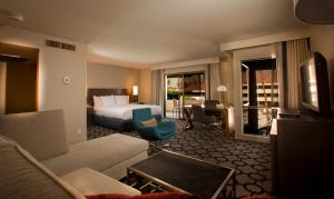 Junior Suite with Pool Side (No Resort Fees)