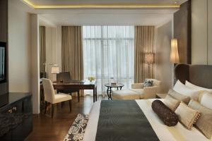 Deluxe Room, Guest room, 1 King, City view