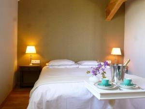 La Maison Forte, Bed & Breakfast  Montaut - big - 14