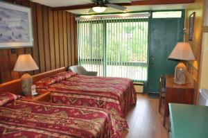 Regular Two Double Beds Room with Lake View