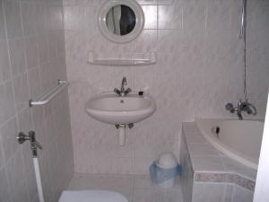 Kis Apartmanház, Apartmány  Hévíz - big - 39