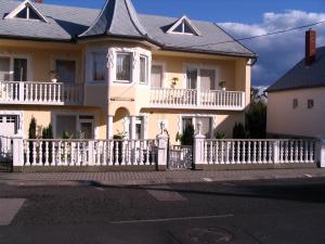 Kis Apartmanház, Apartmány  Hévíz - big - 29