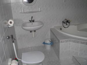 Kis Apartmanház, Apartmány  Hévíz - big - 38
