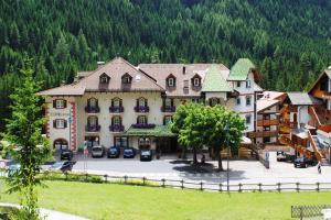 Albergo Bernard - Hotel - Canazei di Fassa