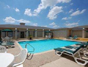 Super 8 by Wyndham San Antonio at I-10, Motels  San Antonio - big - 12