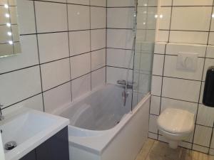 Citotel Le Mirage, Hotely  Istres - big - 20