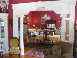 Historic Hill Inn, Bed and Breakfasts  Newport - big - 1
