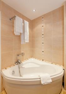 Altera Roma Hôtel, Hotely  Avignon - big - 35