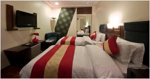 Hotel Aura, Отели  Нью-Дели - big - 109