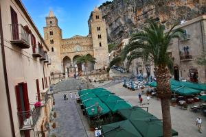 Palazzo Villelmi, Bed and breakfasts  Cefalù - big - 52