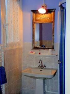 La Villa Bleue de Mauleon, Bed & Breakfasts  Mauléon - big - 6
