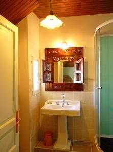 La Villa Bleue de Mauleon, Bed & Breakfast  Mauléon - big - 43