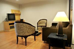 One-Bedroom Suite with Buffet Breakfast
