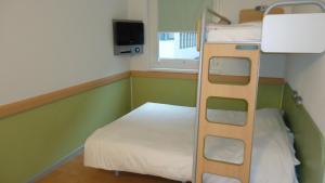 Standard Zimmer (1 Doppelbett & 1 Einzelbett)