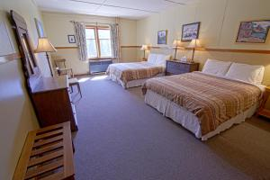 Queen Room with Two Queen Beds and Mountain View