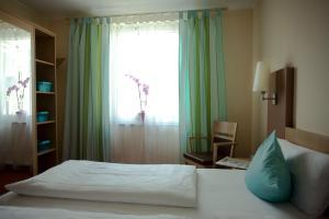 Dvoulůžkový pokoj s mimořádně velkou manželskou postelí