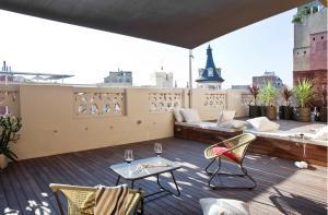 One-bedroom Penthouse Apartment with Terrace - 11, Ronda Universitat Street